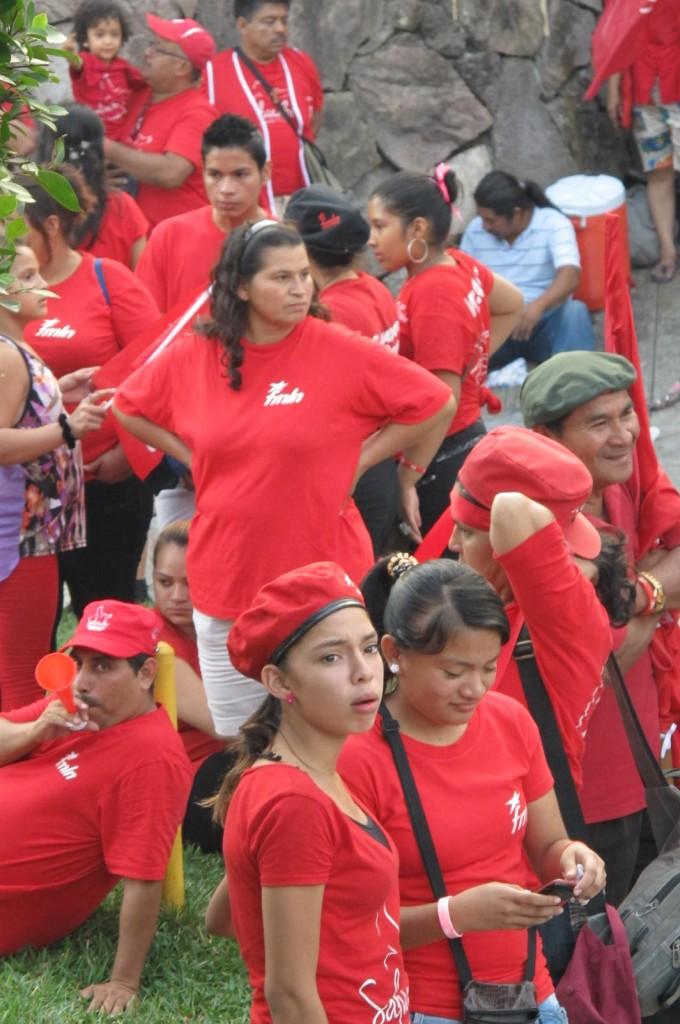 Foto de Roger Lindo - Seguidores del Frente Farabundo Martí para la Liberación Nacional (FMLN) festejan el anuncio oficial declarando victoria de Salvador Sánchez Cerén en la segunda ronda electoral en marzo.