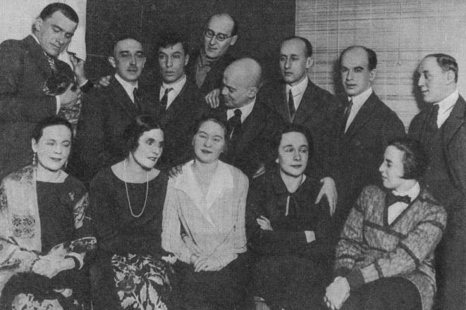 Reunión en casa de V. Maiakovski (Noviembre, 1925) Pasternak, Borís.Vida y Poesía. Ed. Noguer, España.1963.